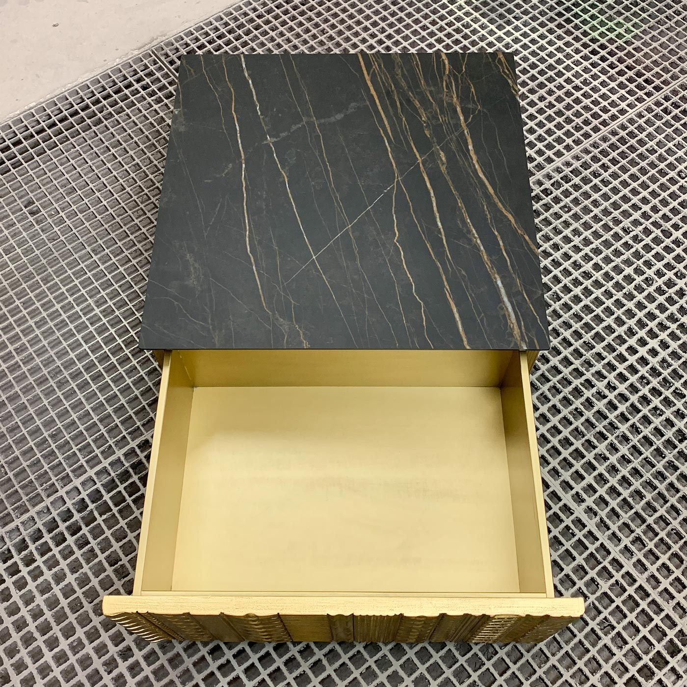 jk_gold_coffeetable_04