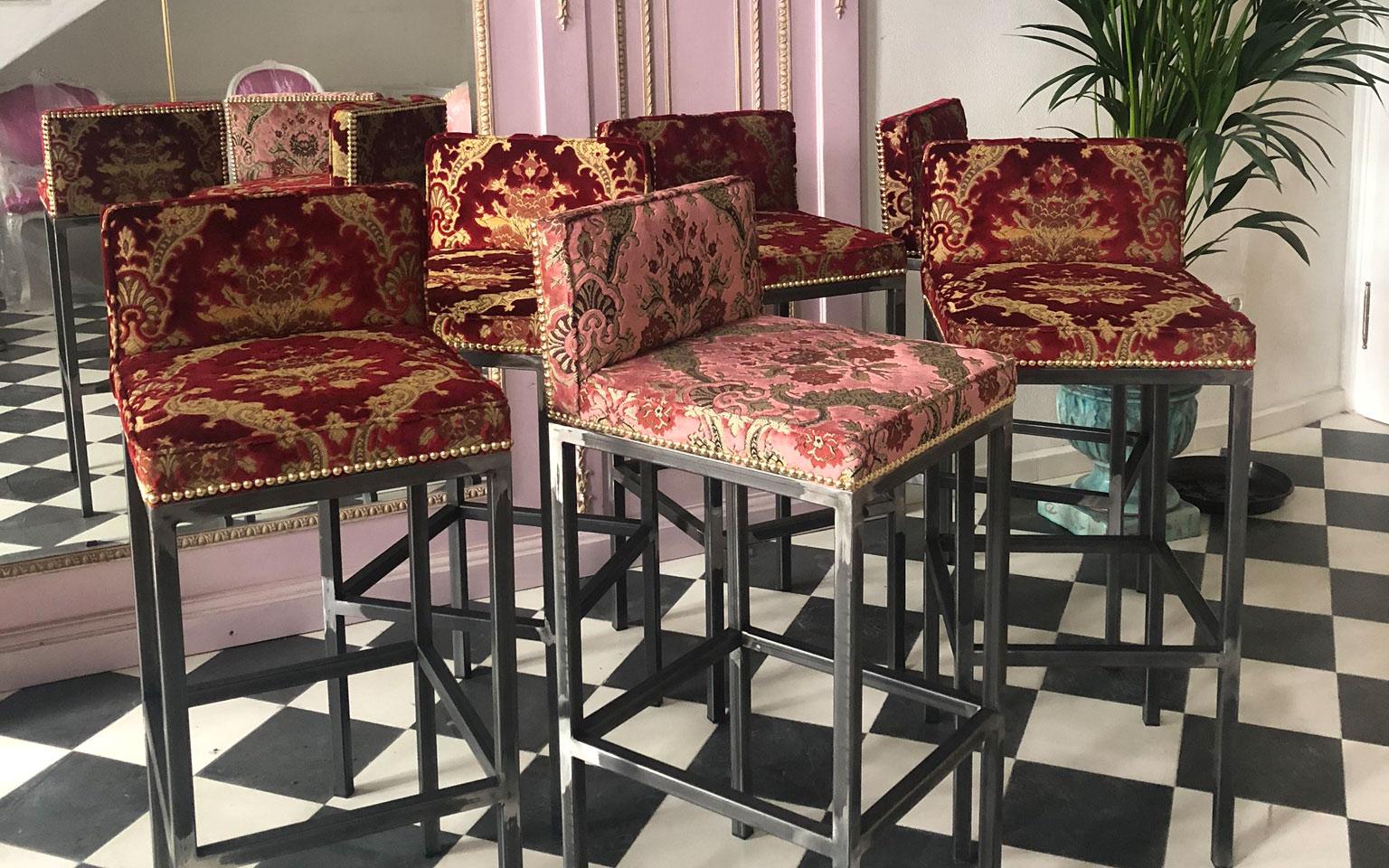 jk_showroom_slider_stools